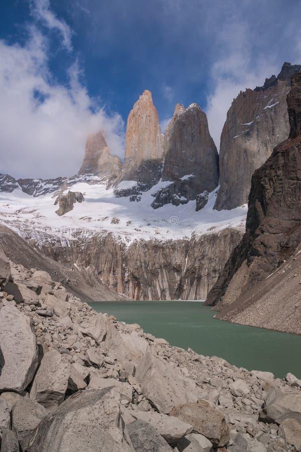 De verticaal Torres van Torres del paine las stock afbeeldingen
