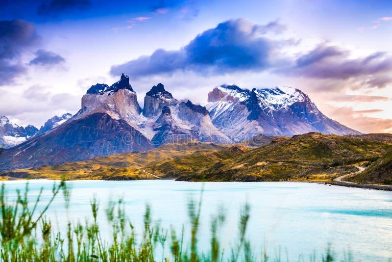 Torres del Paine dans le Patagonia, Chili - Lago Pehoe photos stock