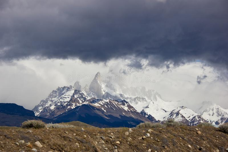 Torres Del Paine dramatycznych chmur panoramiczny widok fotografia royalty free