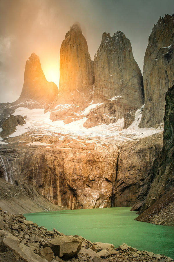 Torres Del Paine på soluppgång royaltyfri fotografi