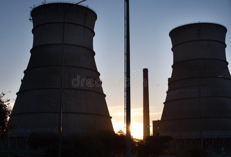 Torres del reactor nuclear fotos de archivo libres de regalías