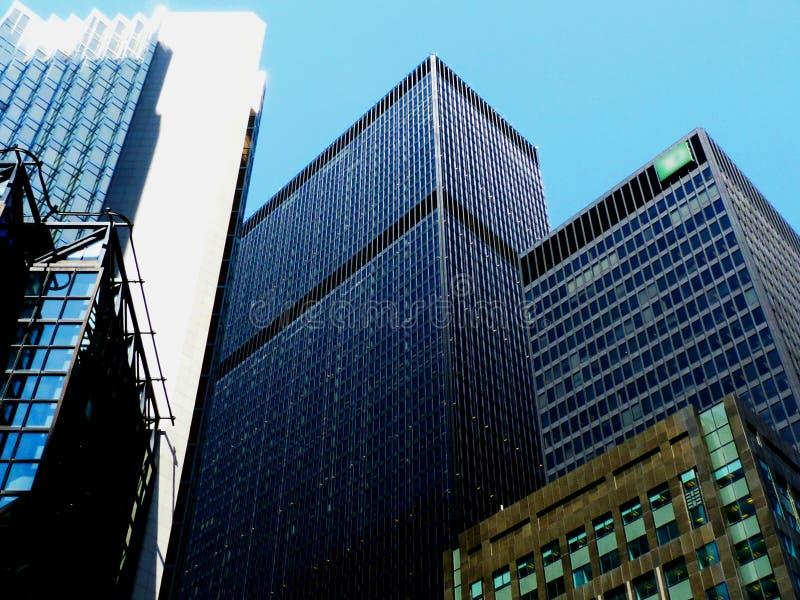 Torres do centro do banco de Toronto perto da baía e das ruas dianteiras fotografia de stock