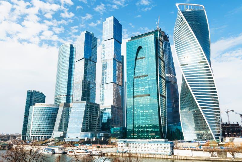 Torres do distrito financeiro da cidade de Moscou fotografia de stock royalty free