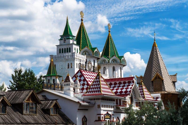 Torres do Kremlin, arquitetura antiga do russo idoso fotos de stock