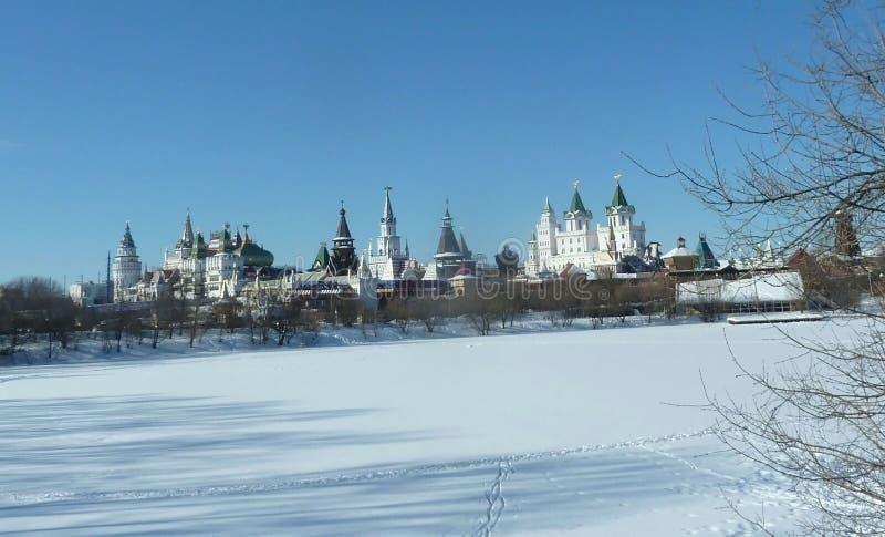Torres do Kremlin de Izmaylovo em Moscou, Rússia, inverno imagem de stock royalty free