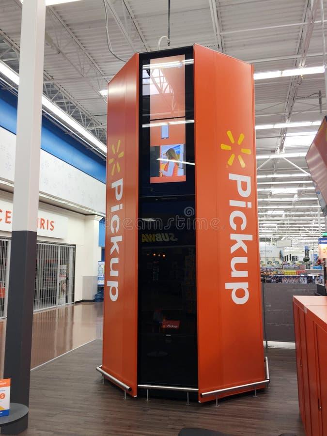 Torres do recolhimento de Walmart imagem de stock