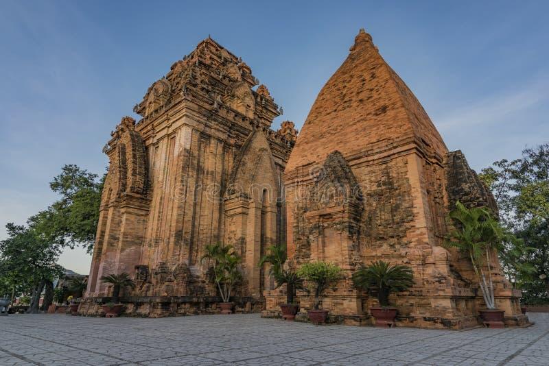 Torres do templo de Ponagar em Nha Trang fotos de stock royalty free