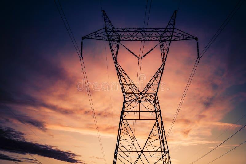 Torres elétricas da transmissão de energia fotografia de stock