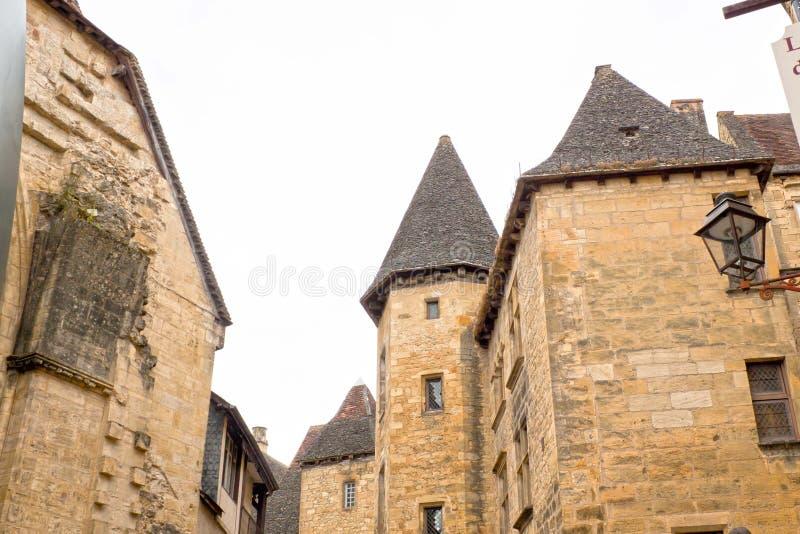 Torres en el la Caneda de Sarlat hecho de piedra imagen de archivo libre de regalías