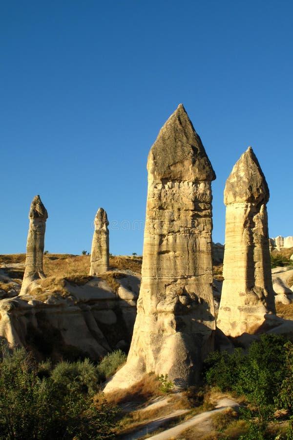 Torres feericamente em Cappadocia imagens de stock royalty free