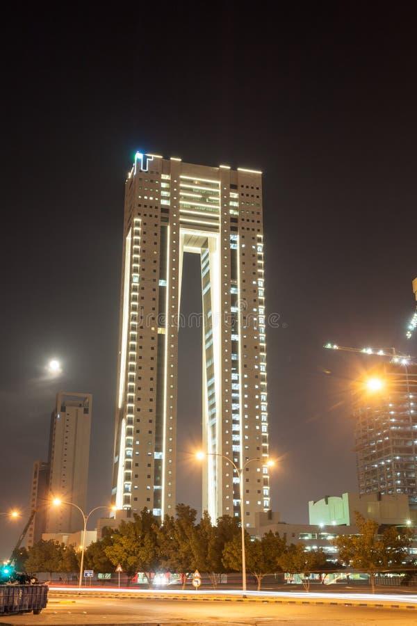 Torres gêmeas de Kuwait na noite fotos de stock royalty free