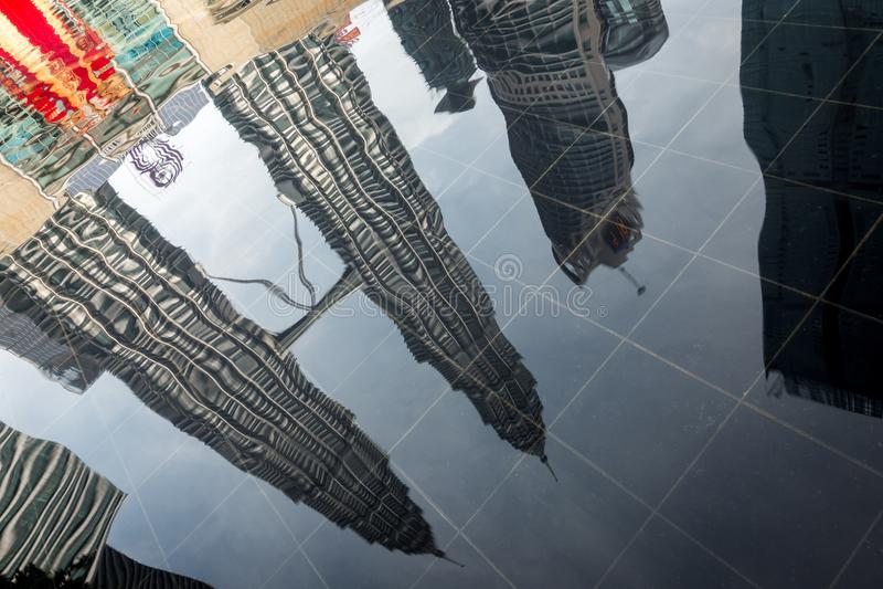 Torres gêmeas de Petronas em Kuala Lumpur, Malásia imagens de stock