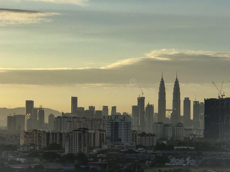 Torres gêmeas de Petronas na opinião da manhã imagem de stock royalty free