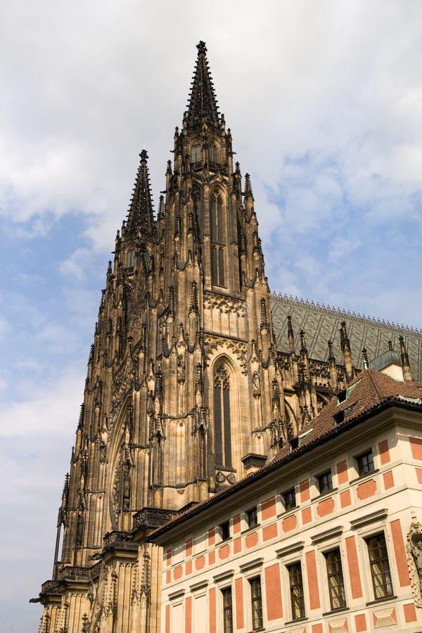 Torres góticos da catedral do St Vitus fotografia de stock