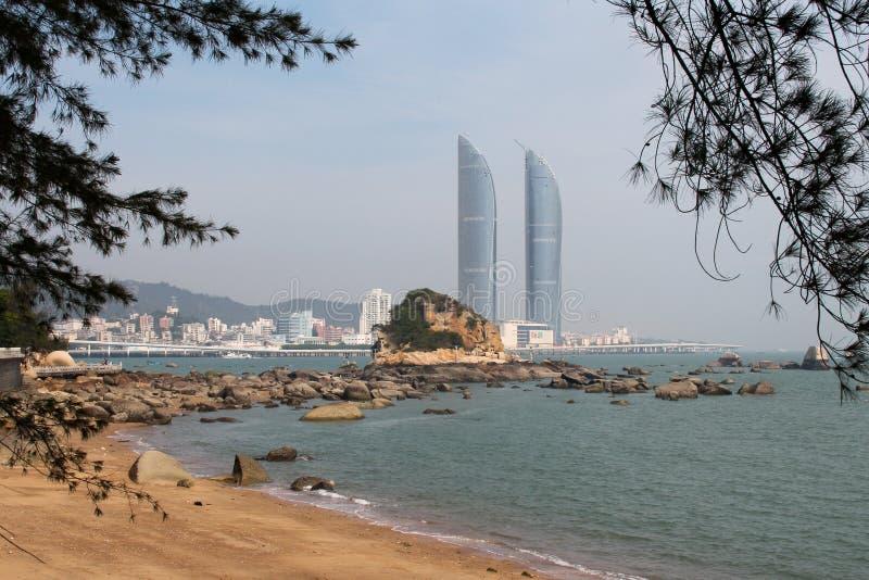 Torres gemelas en la ciudad de Xiamen, China suroriental fotografía de archivo libre de regalías
