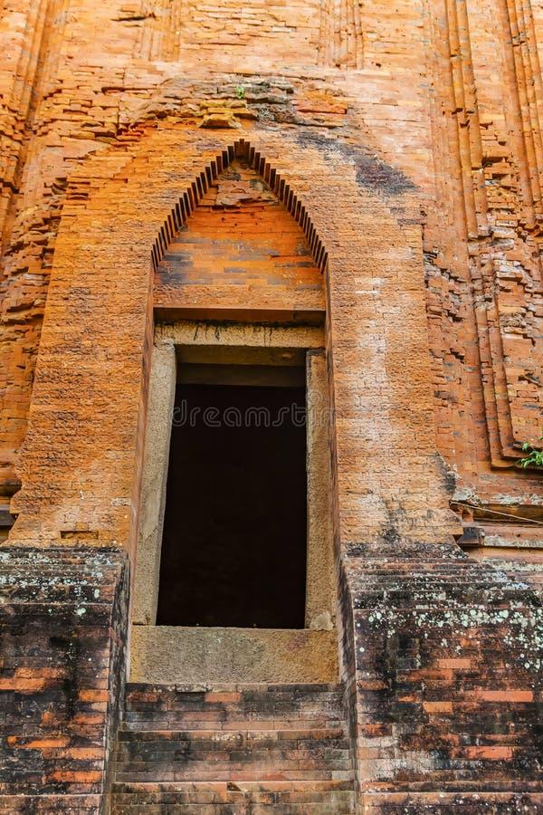 Torres gemelas - una arquitectura antigua del Cham, Quy Nhon, Viet Nam foto de archivo