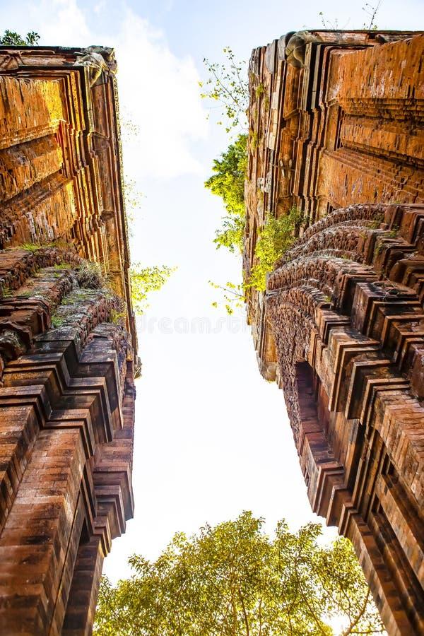 Torres gemelas - una arquitectura antigua del Cham, Quy Nhon, Viet Nam imagen de archivo