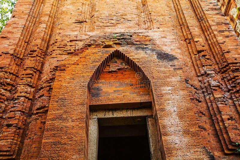 Torres gemelas - una arquitectura antigua del Cham, Quy Nhon, Viet Nam fotografía de archivo libre de regalías