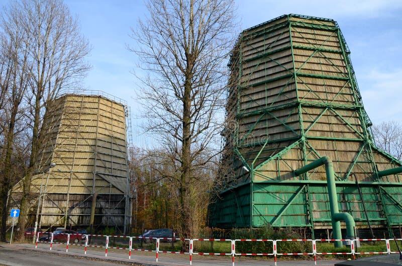 Torres industriales de la refrigeración por agua foto de archivo libre de regalías