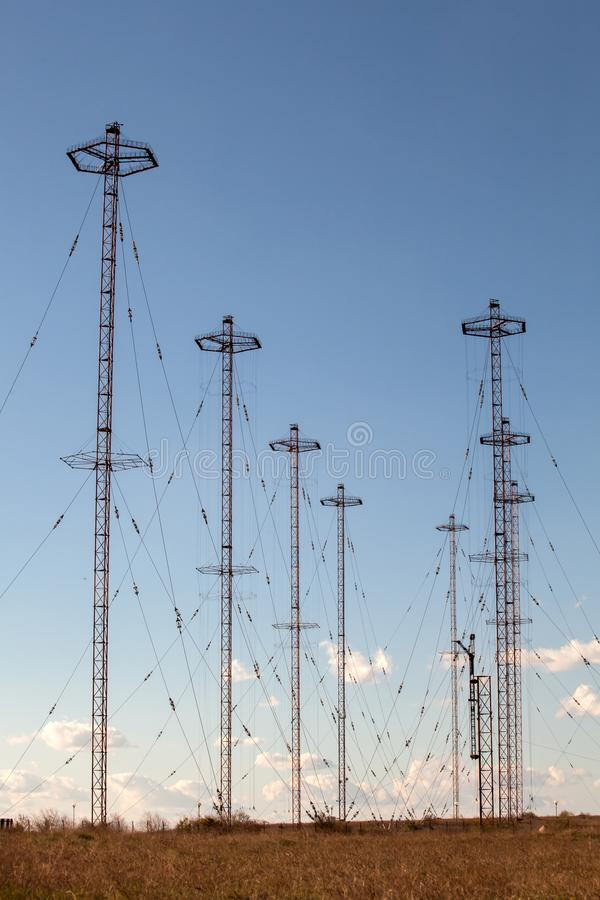 Torres militares de la telecomunicación imagenes de archivo