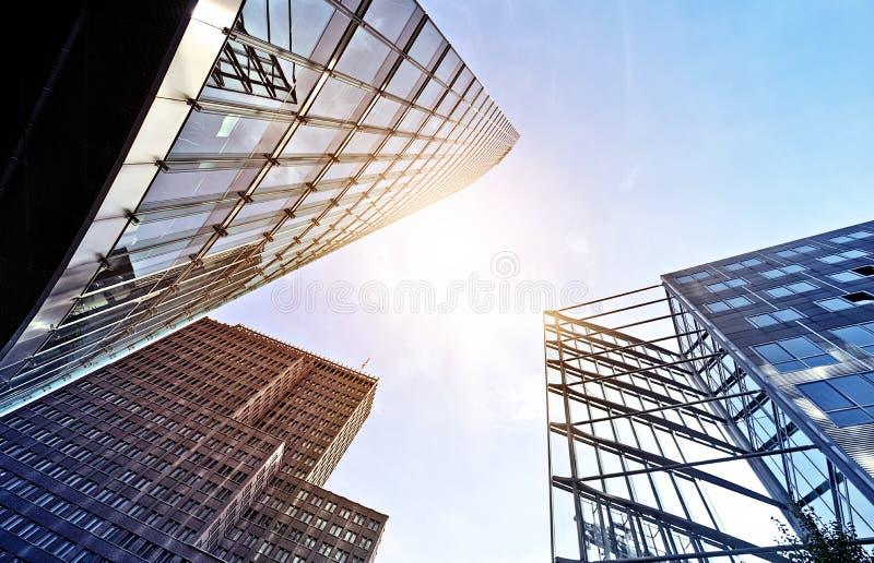 Torres modernas do escritório foto de stock