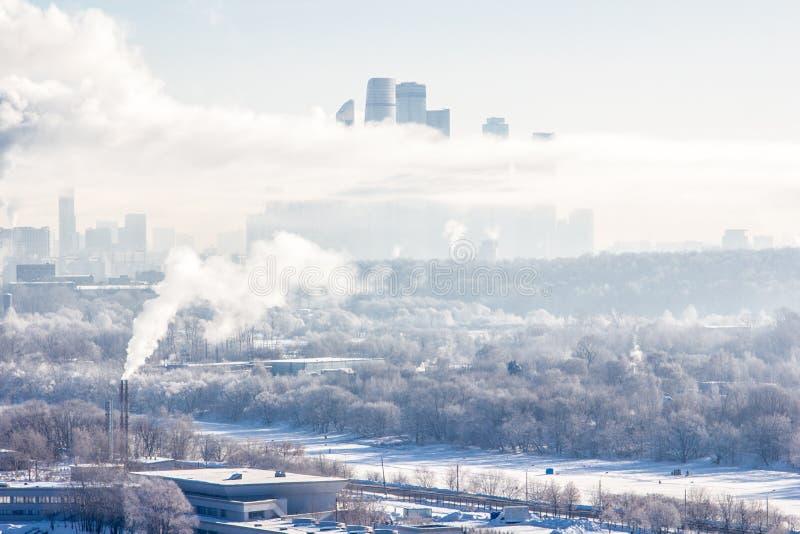 Torres na névoa imagem de stock royalty free