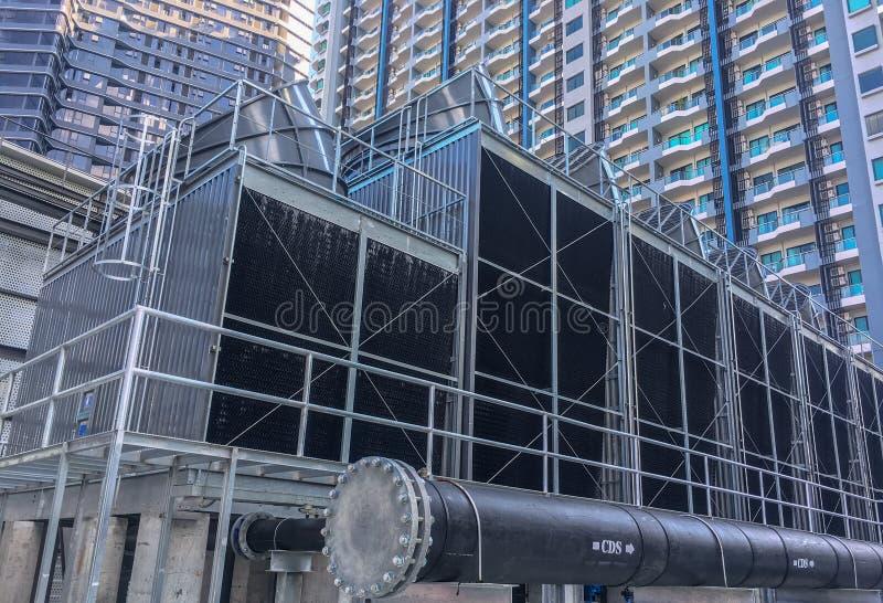 torres refrigerando com uma tubulação para instalar no telhado da construção fotografia de stock royalty free