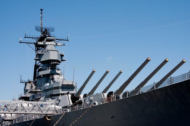 Torretas no navio de batalha da marinha foto de stock
