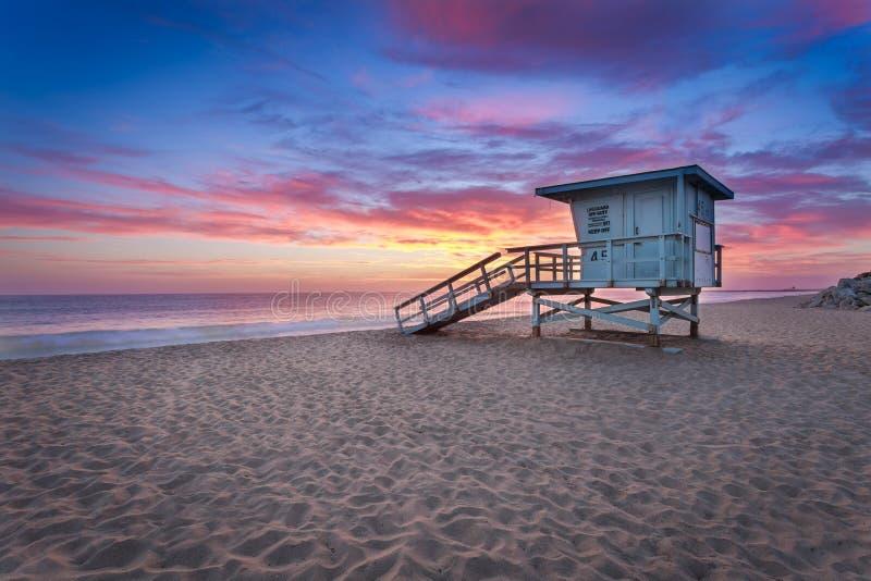 Torretta del bagnino al tramonto immagine stock