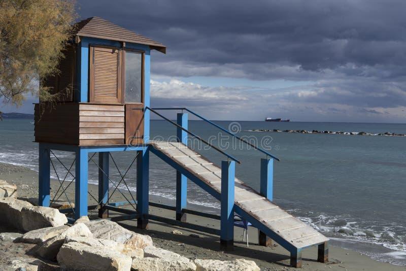 Torretta del bagnino sulla spiaggia fotografia stock