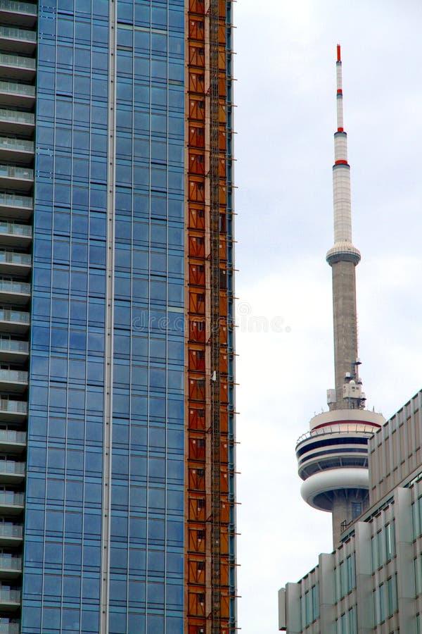 Torretta del CN e costruzione moderna fotografie stock libere da diritti