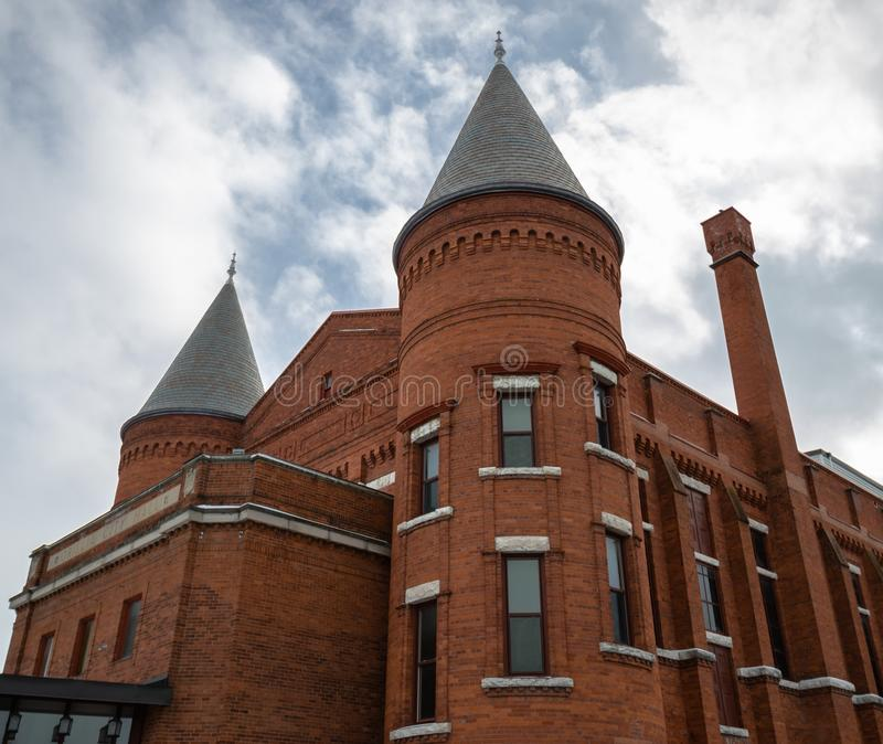 Torretta della costruzione di teatro dell'opera di eredità in Orillia Ontario immagine stock libera da diritti