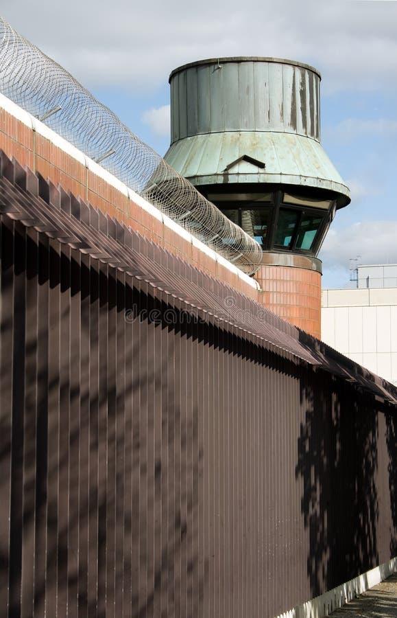 Torretta della vigilanza della prigione immagini stock libere da diritti