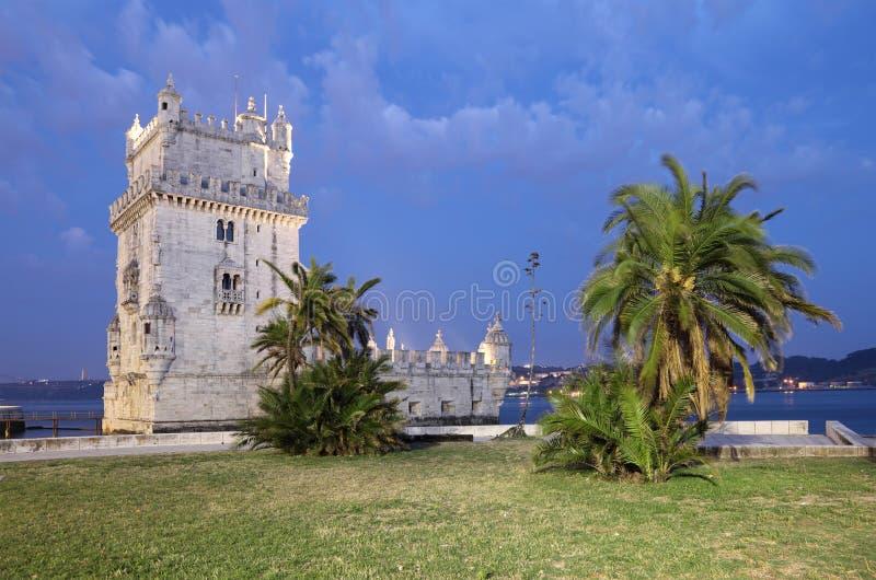 Torretta di Belem al crepuscolo, Lisbona fotografia stock libera da diritti