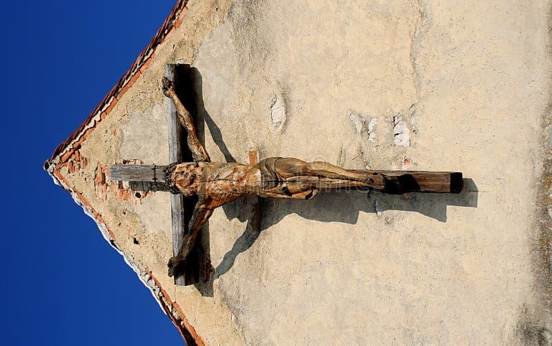 Torretta di chiesa dello Stronghold con il crucifix fotografia stock libera da diritti