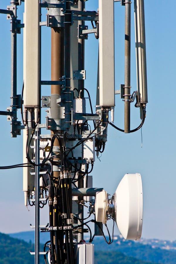 Torretta di comunicazione del telefono delle cellule immagine stock libera da diritti