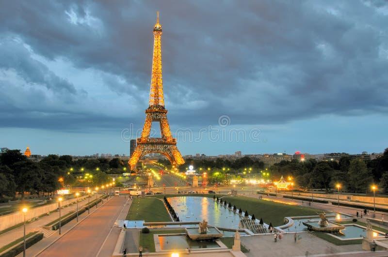 Torretta di Eifel alla notte fotografie stock