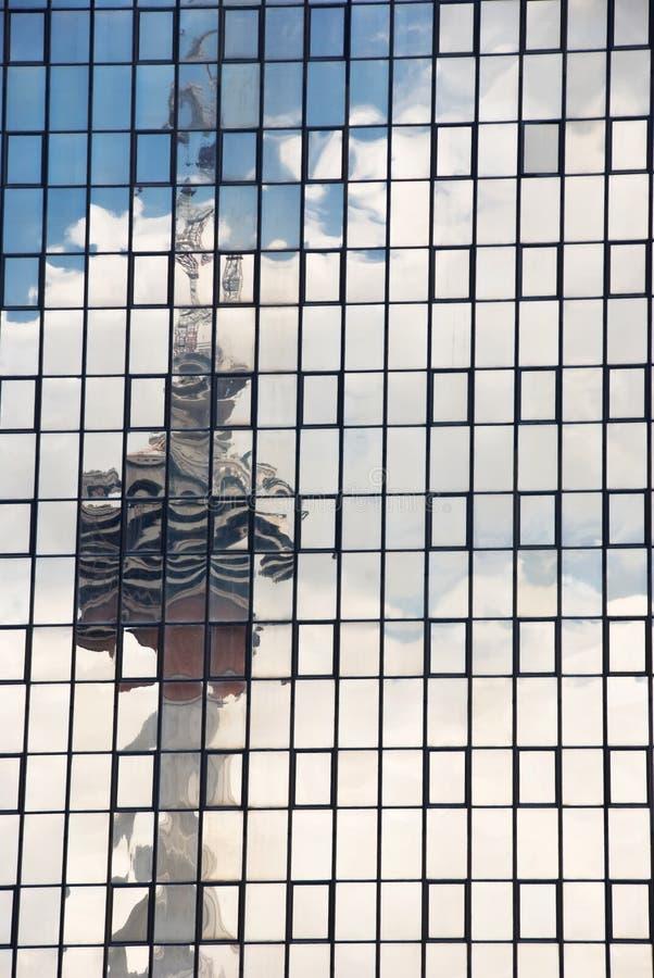 Torretta di Menara, Kuala Lumpur, riflessione sulle finestre fotografia stock