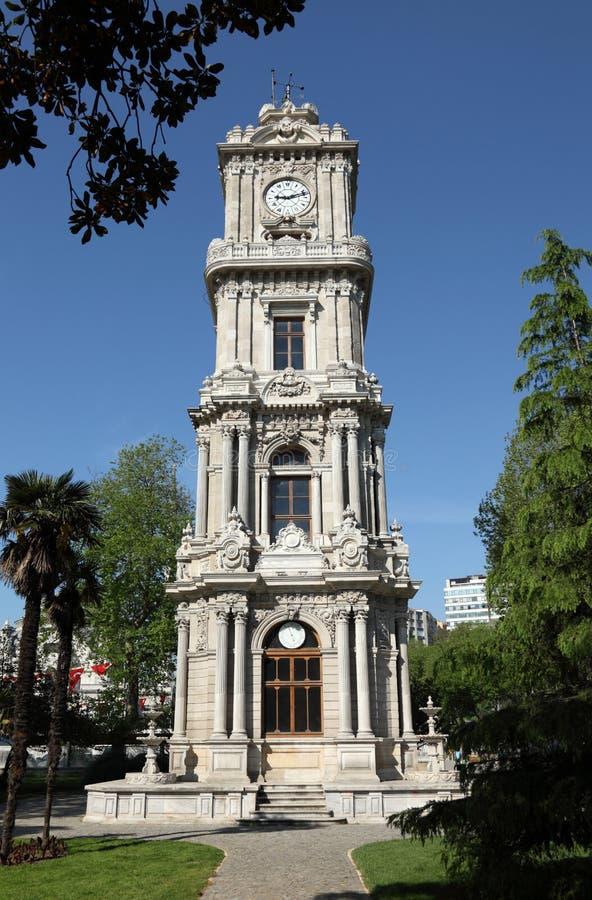Torretta di orologio al palazzo di Dolmabahce fotografie stock libere da diritti