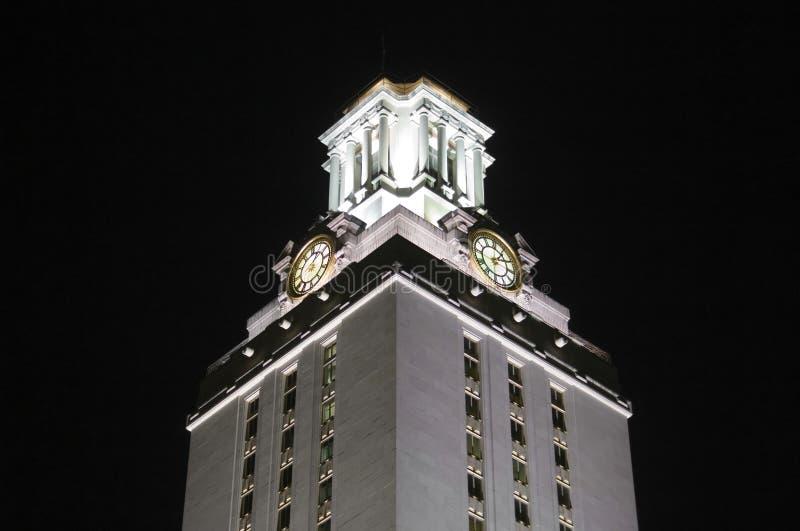 Torretta di orologio dell'Università del Texas alla notte fotografia stock libera da diritti