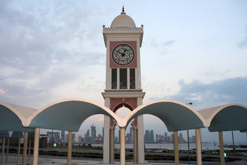 Torretta di orologio di Doha e nuovo distretto fotografia stock