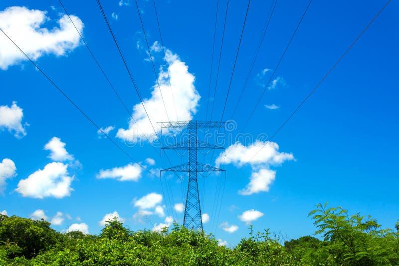 Download Torretta elettrica immagine stock. Immagine di paesaggio - 117976395