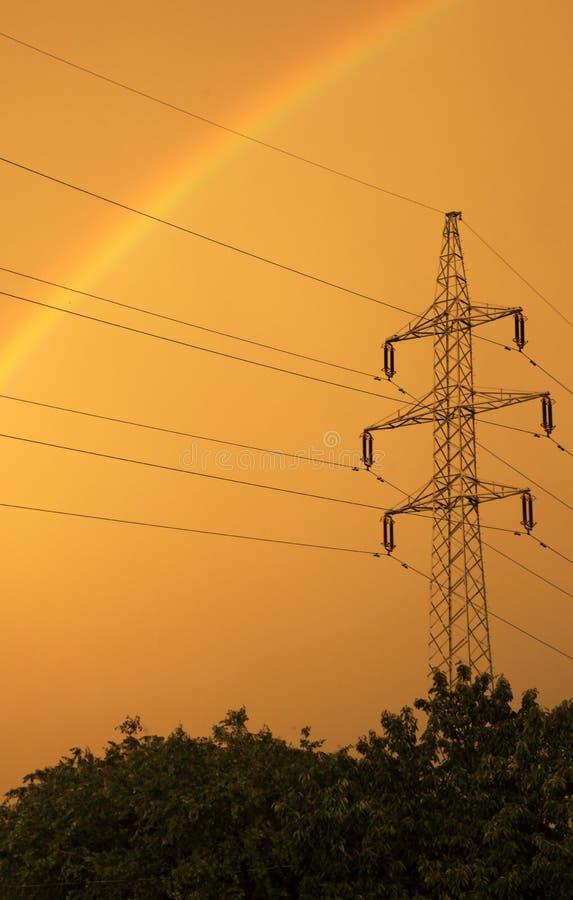 Torretta elettrica ad alta tensione della trasmissione immagine stock libera da diritti