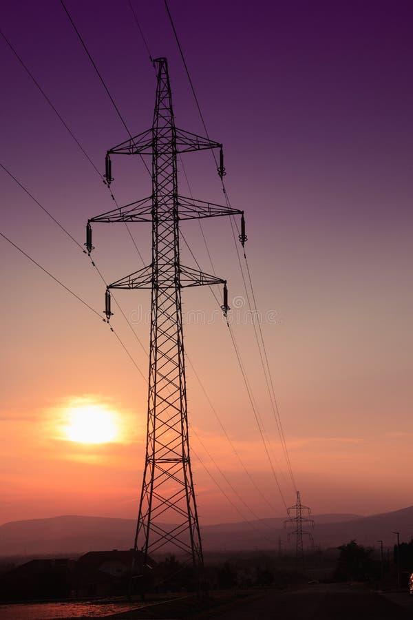 Torretta elettrica al tramonto fotografie stock