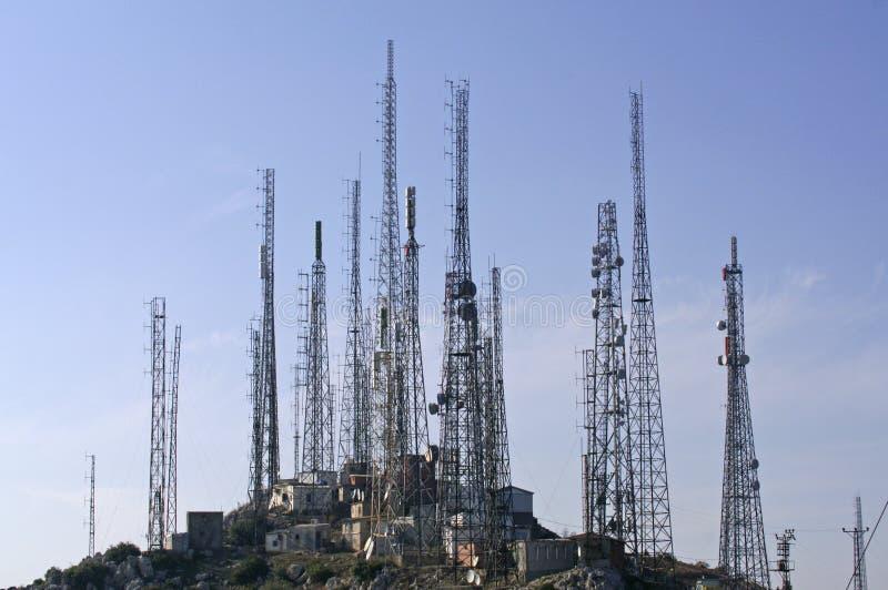 Torrette del trasmettitore di GSM e della TV fotografia stock libera da diritti