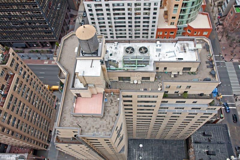 Torrette di acqua del tetto sulle costruzioni di NYC fotografia stock libera da diritti