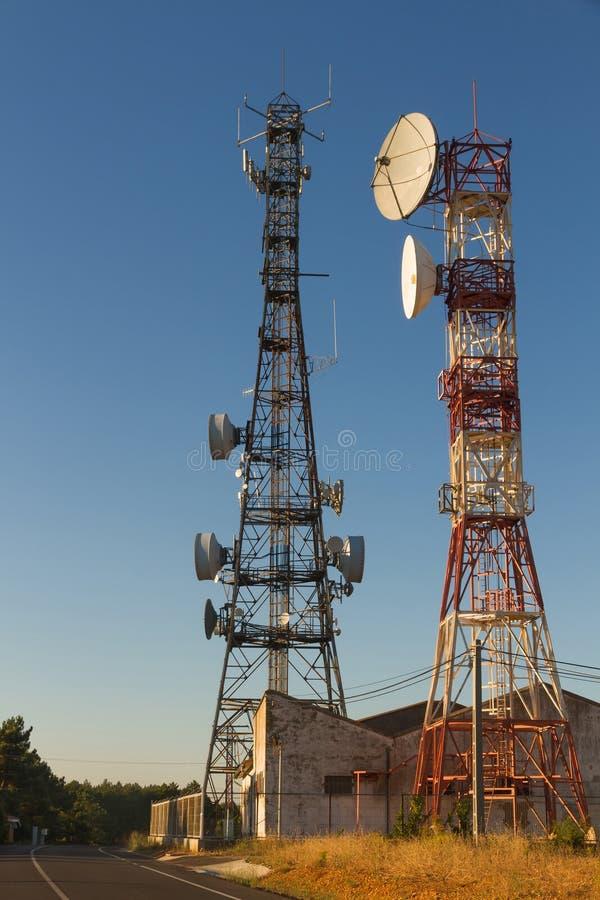 Torrette di telecomunicazioni fotografie stock libere da diritti