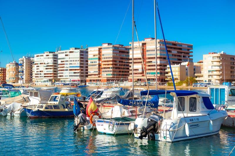 TORREVIEJA, SPANJE - NOVEMBER 10, 2017: De Jachthaven van Puertodeportivo royalty-vrije stock foto's