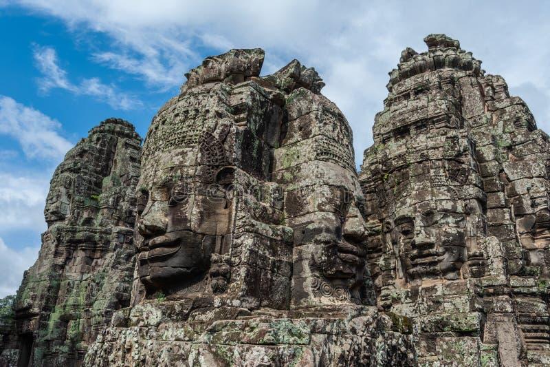 Torri del tempio di Bayon con i fronti fotografia stock libera da diritti