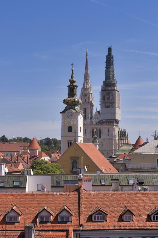 Torri della cattedrale di Zagabria fotografie stock libere da diritti